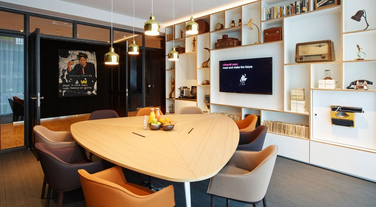citizenM Amsterdam Schiphol airport - societyM meeting room