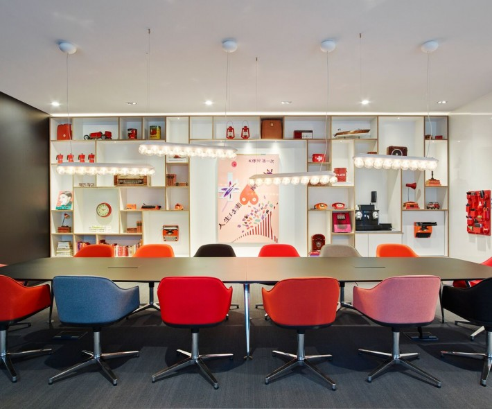 societyM meeting room 6 at citizenM Schiphol Airport hotel
