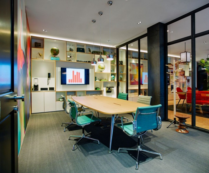 societyM meeting room 4 at citizenM Schiphol Airport hotel