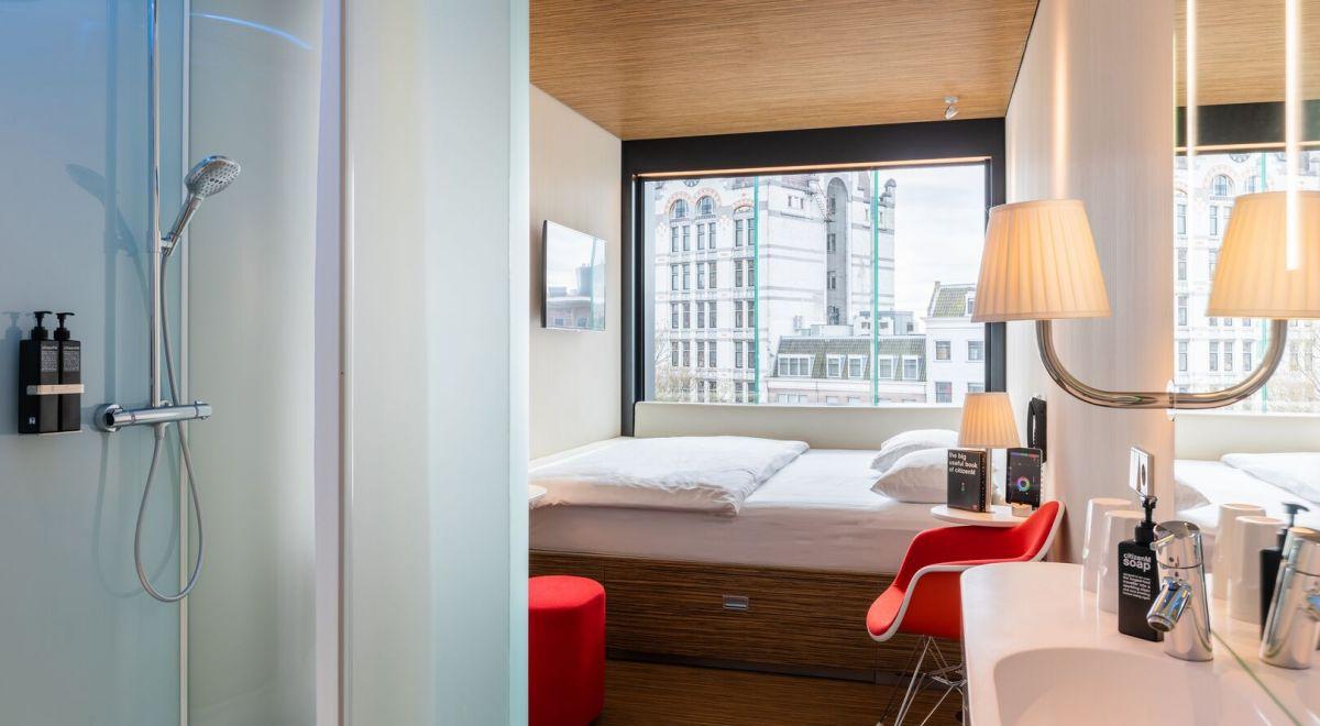 citizenM Rotterdam guestroom