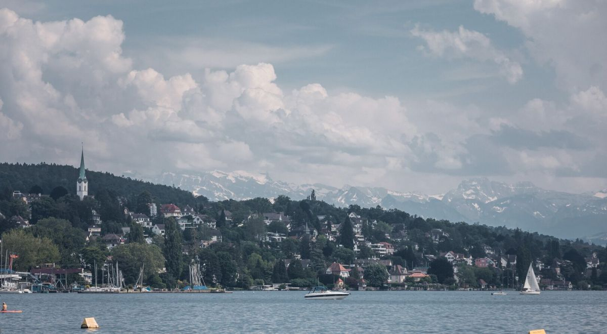 Zurich and its mountains